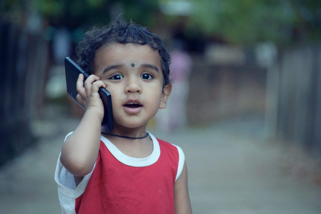 מתי קונים לילדים סמארטפון