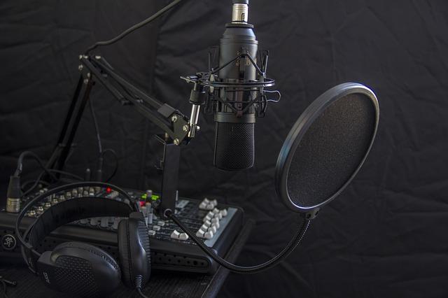 הישארו בהאזנה: תוכניות מעניינות להאזנה בזמן הפנוי